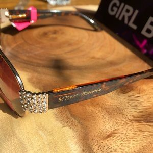 Betsey Johnson Accessories - NWT Betsey Johnson Gold Sparkle Frames